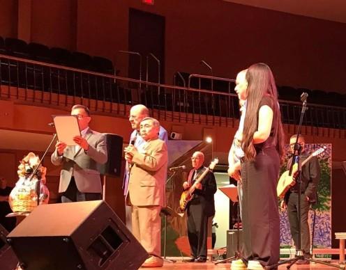 Alcalde proclama a Odilio González 2